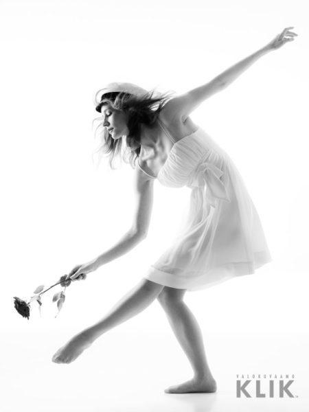 Balettitanssija valmistujaiskuvassa