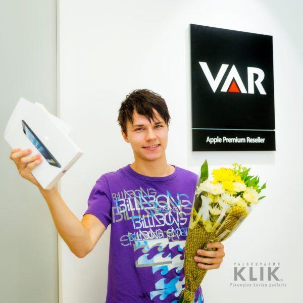 Onnellinen uusi iPad minin omistaja :) (1.7.2013 paikassa Varimport Tampere)